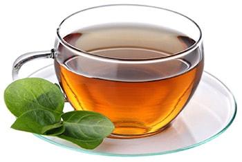 یک لیوان چای گرم با چای ساز دلمونتی DL420